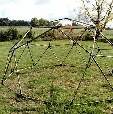 Dôme géodésique en bambou