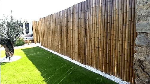 Brise-vue en bambou pour un hôtel.