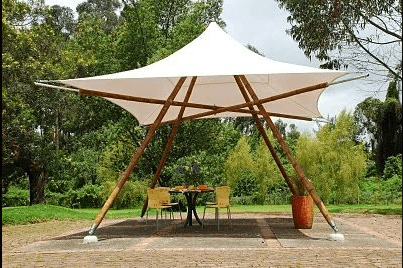 Parasol quadripède en bambou.