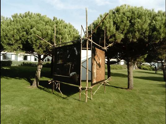 Plusieurs supports en bambou pour une exposition photos ont été réalisés par la coopérative Bambouscoopic® ainsi que notre collaboration.