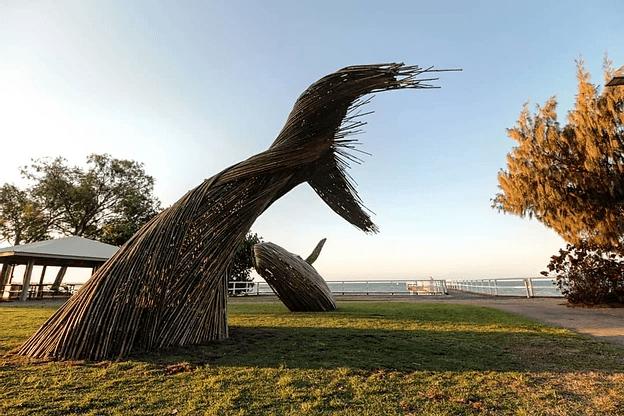 Baleine en tiges de bambou.