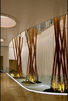 Décoration en bambou d'un patio d'entreprise.
