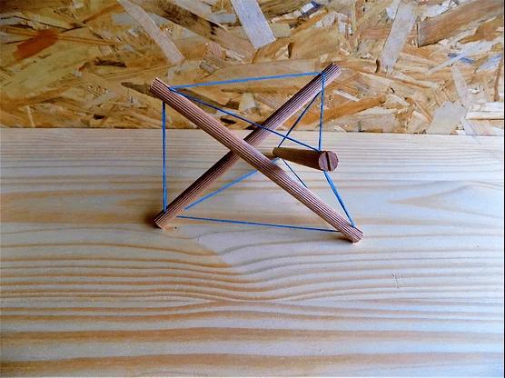 Image d'un exemple de construction en tenségrité à 3 montants.