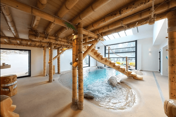 Mezzanine en bambou conçue par Noemi Puech et réalisée par la scic BBscic, dont Bois de Bambou est associée, dans un esprit de fédération.